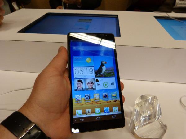 На CES представлен самый большой смартфон