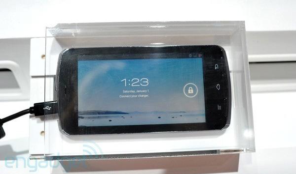 Fujitsu представит мощный LTE-смартфон с 13.1-мегапиксельной камерой