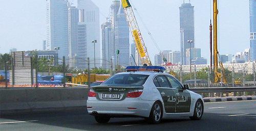 Полиция Дубая использует мобильную связь для передачи данных о превышающих скорость