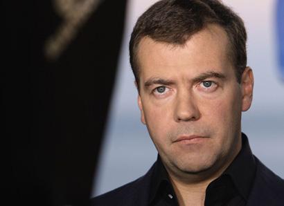 Медведев призвал единоросов посодействовать скорейшей отмене «мобильного рабства»