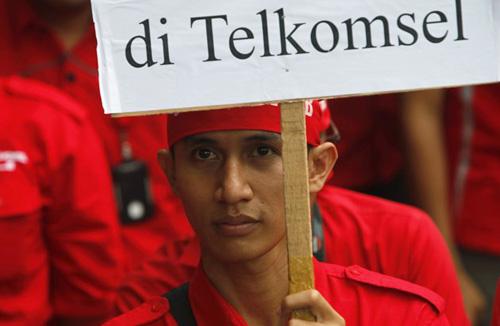 Крупнейший оператор Индонезии бастует