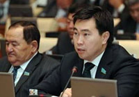 Казахский депутат потребовал родного языка на мобильных телефонах