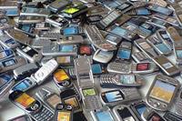 Украинцы вновь отложили отключения нелегальных мобильников